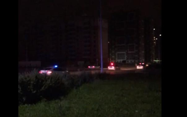 Ночью по Тюмени несколько экипажей ДПС гонялись за белым автомобилем. ВИДЕО
