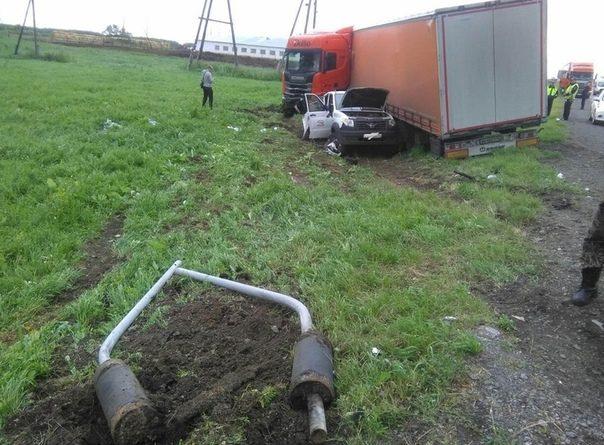 Смертельная авария под Ишимом: фура подмяла под себя УАЗ-Патриот