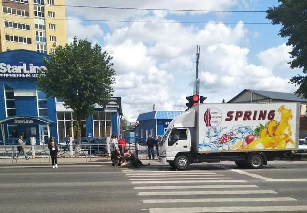 Фургон сбил пенсионерку на пешеходном переходе в Тюмени