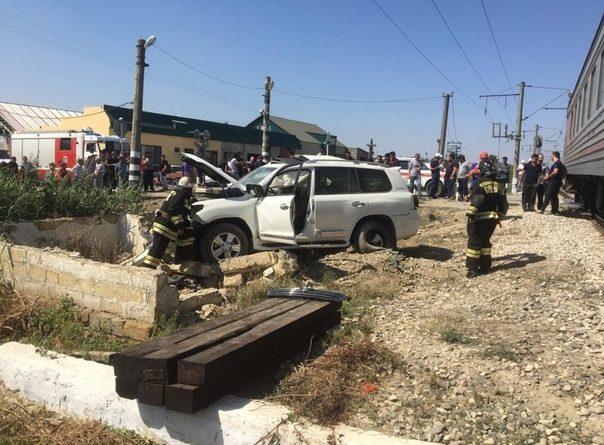 В Дагестане пассажирский поезд Тюмень – Махачкала протаранил Land Cruiser: двое погибших