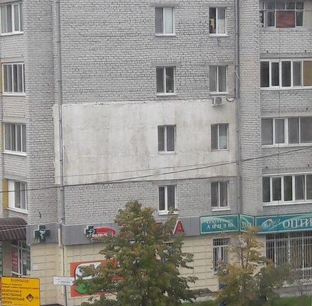 """""""Упала москитная сетка"""". На Войновке из окна 5-го этажа высунулся ребенок"""