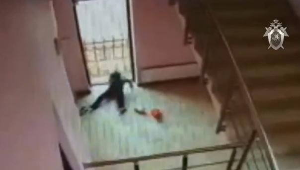 В Салехарде мальчик упал со второго этажа торгового центра. ВИДЕО