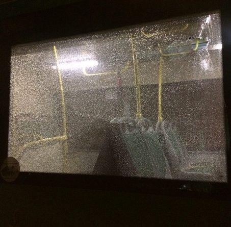 """""""Булыжник пролетел практически над головой"""". В Тюмени опять разбили стекла автобуса"""