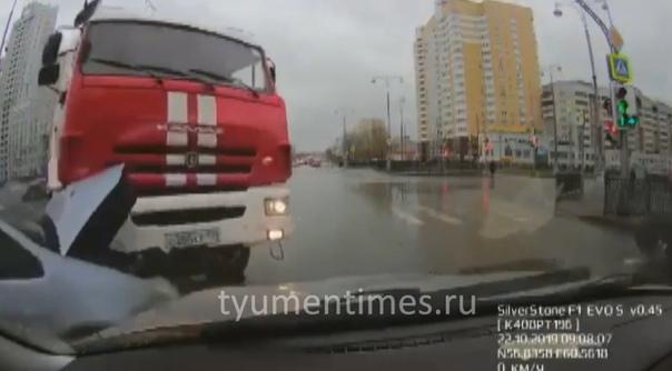 Появилось ВИДЕО массовой аварии с участием пожарной машины в Екатеринбурге