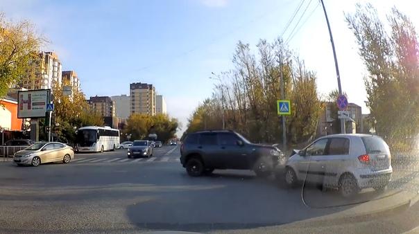 лобовая авария у ТРЦ Гудвин