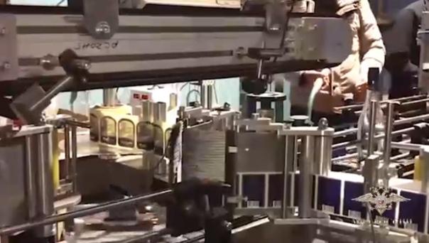В складе на Чекистов находился конвейер по изготовлению контрафактной водки и коньяка