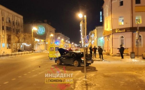 Вечером в центре Тюмени Subaru Impreza сбил 18-летнюю девушку