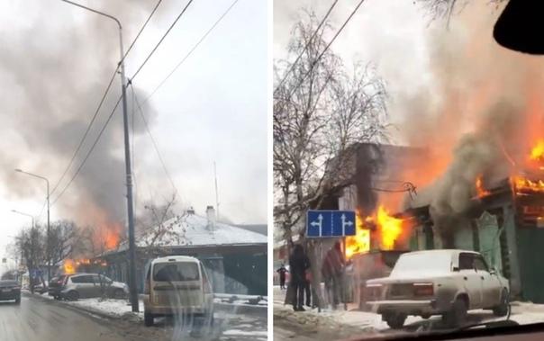 """Около тюменского клуба """"Атмосфера"""" сгорел частный дом"""
