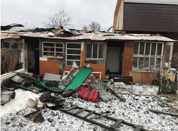 На даче под Тюменью женщина нанесла 75 ударов ножами своему знакомому и потом сожгла дачный дом