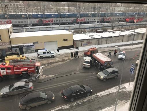 КАМАЗ поперек улицы. ДТП на 50 Лет ВЛКСМ парализовало движение в сторону микрорайонов