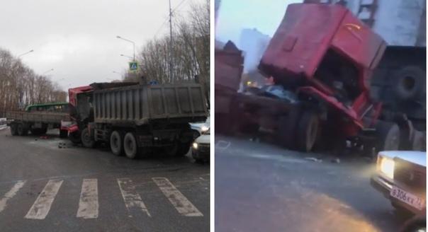 """""""Кабину оторвало"""". Жесткая авария на Щербакова: столкнулись два грузовика"""