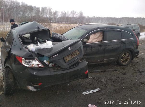 Honda смяла Hyundai на трассе Тюмень-Омск, погибли две женщины