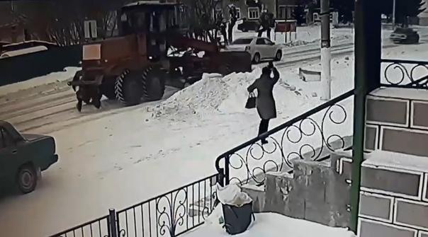 В Голышманово грейдер наехал на женщину. ВИДЕО