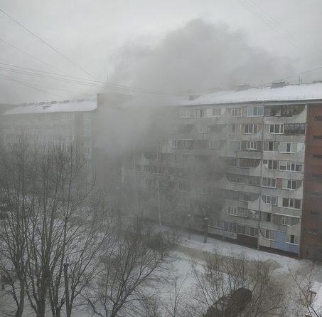 """""""Люди в окнах сидят, ждут помощи"""". Пожар в пансионате на Олимпийской в Тюмени. ФОТО, ВИДЕО очевидцев"""