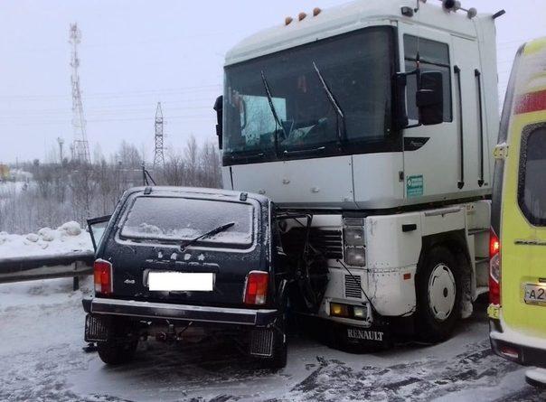 Две страшных аварии с участием фур под Нефтеюганском на трассе Тюмень - Ханты-Мансийск. ФОТО, ВИДЕО
