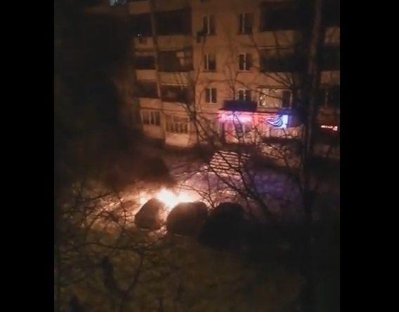 Утром на Энергетиков горели автомобили. ВИДЕО очевидца