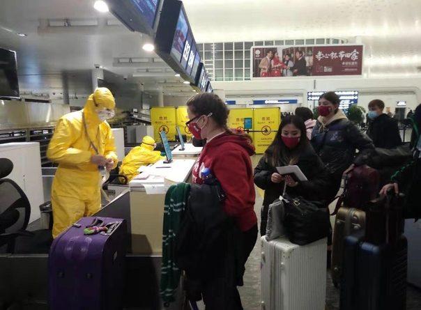 В Тюмени летят россияне из центра эпидемии коронавируса, китайского Уханя