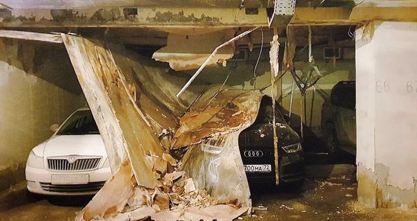 В одном из тюменских подземных паркингов на машины обрушился потолок