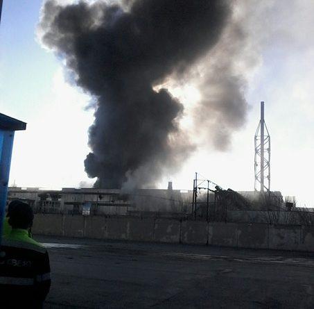 Крупный пожар на Лесобазе: полыхает ангар на Камчатской