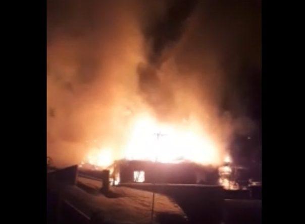 """""""Такое зарево"""". Ночной пожар в Дербышах: горели три дома. ФОТО, ВИДЕО очевидцев"""