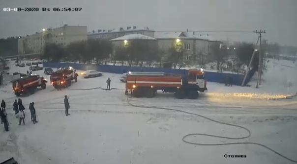 Пожар в Винзилях: пожарные спасали людей с помощью автолестницы