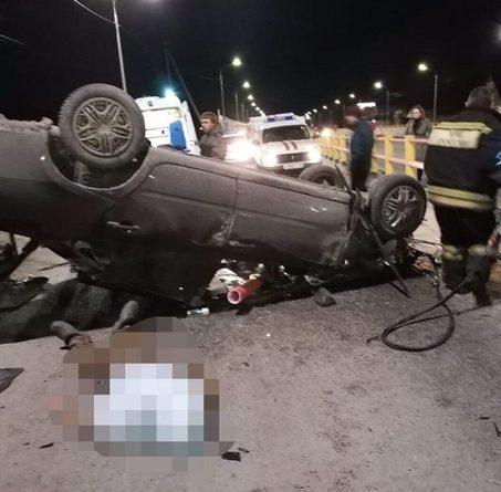 На трассе возле Борков перевернулась легковушка, водитель погиб