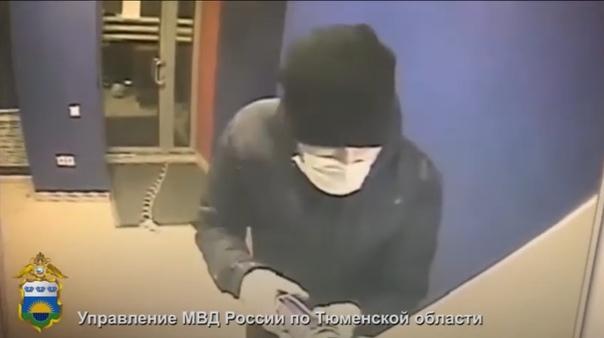 Задержан тюменец, который за одну ночь пытался взорвать два банкомата и в итоге сжег их