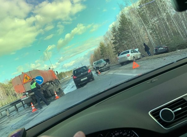 """На боровской """"объездной"""" Honda влетела в дорожный КАМАЗ и устроила массовое ДТП"""