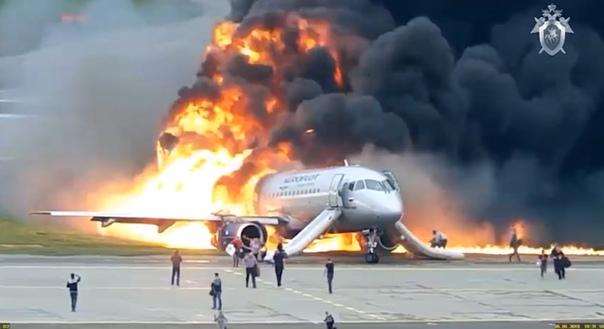 СКР опубликовал новое ВИДЕО крушения самолета Superjet в аэропорту Шереметьево