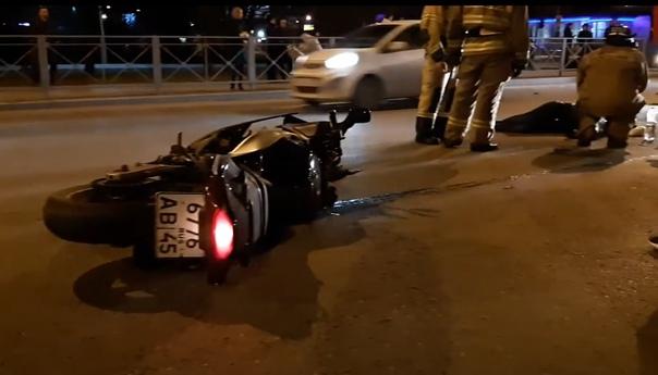 Вечером на Широтной разбился байкер. ВИДЕО очевидца