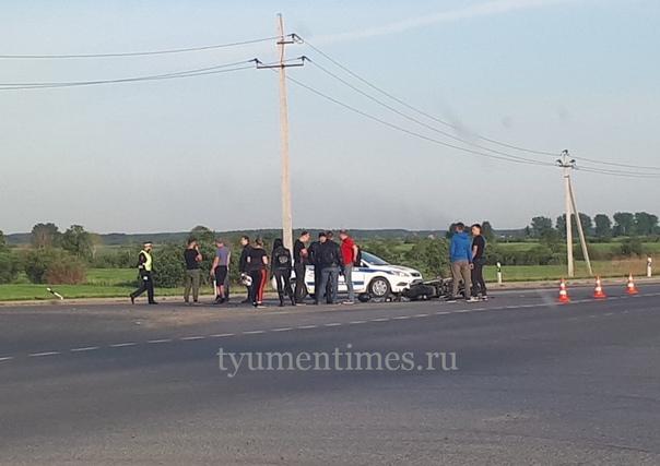 Авария около Боровской птицефабрики: столкнулись Mazda и мотоцикл Honda, байкер в тяжелом состоянии