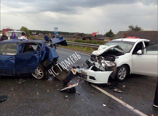 Жесткая авария под Ярково: молодой водитель на Mitsubishi влетел во встречный Nissan