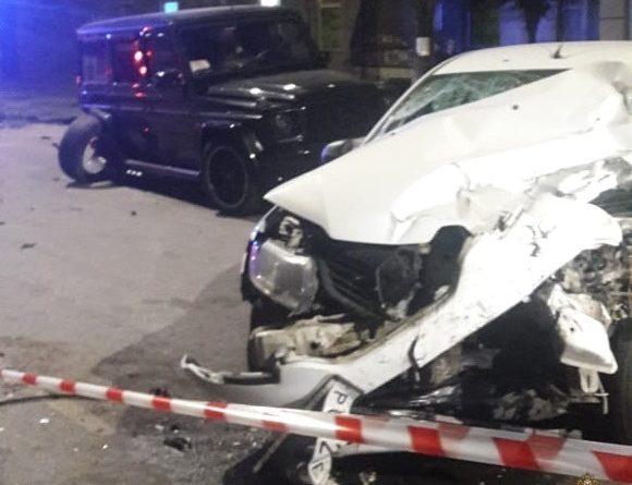"""Страшная авария в Омске: автомобиль такси протаранил разворачивавшийся """"Гелендваген"""""""