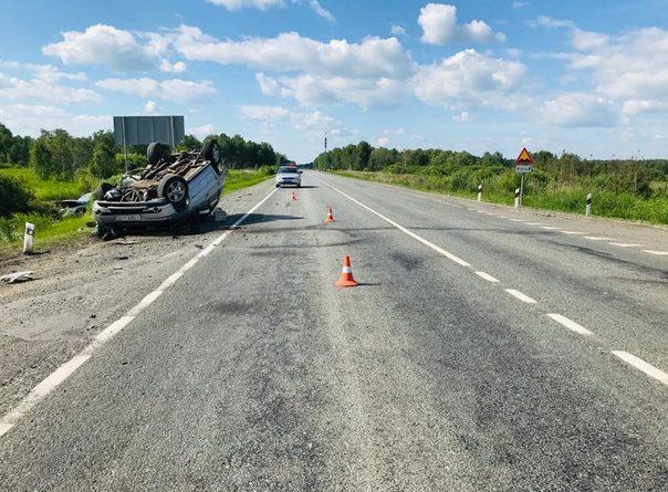 "Авария на трассе Тюмень-Омск: ""Нива"" на крыше, ""Шкода"" в болоте"