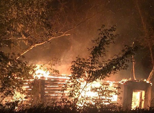 Ночью в Каскаре полыхала ферма, погибли 8 голов скота