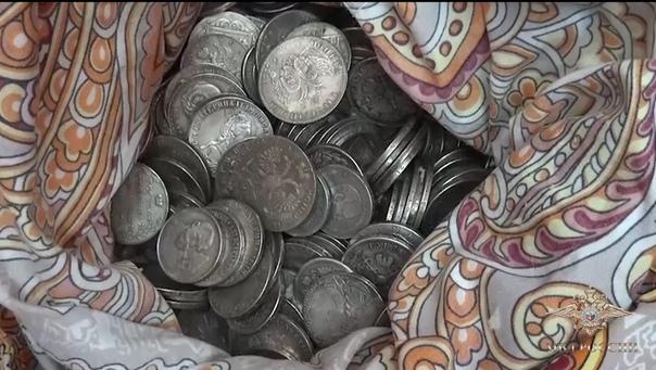 """Пять килограмм """"царских"""" монет изъяли сотрудники полиции в Тобольске"""
