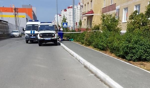 В Ямальском микрорайоне из окна высотки выпал мужчина