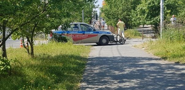 На Пермякова учебный автомобиль сбил велосипедиста