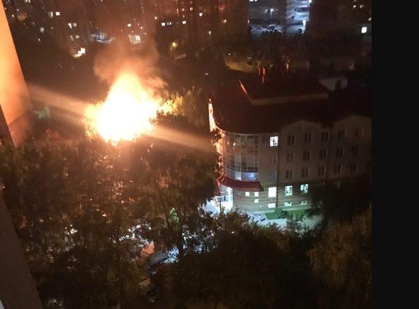 Ночной пожар на Магаданской: полыхал одноэтажный дом. ВИДЕО очевидцев