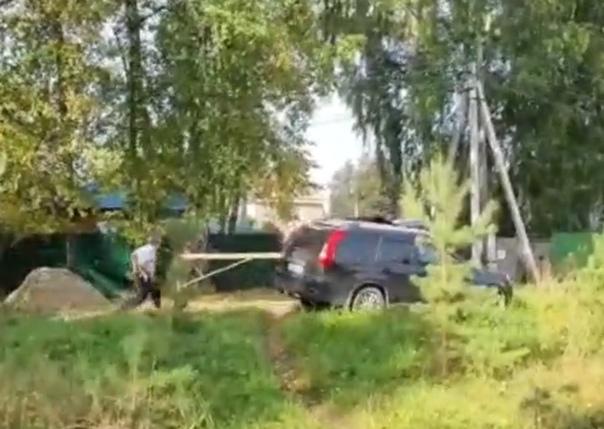 """На """"велижанских"""" дачах водитель """"Ниссана"""" удирал от полицейских. ВИДЕО"""