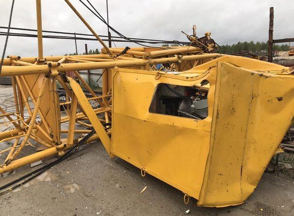 Следствие: упали три крана, травмированы двое крановщиков, один выбрался из кабины сам