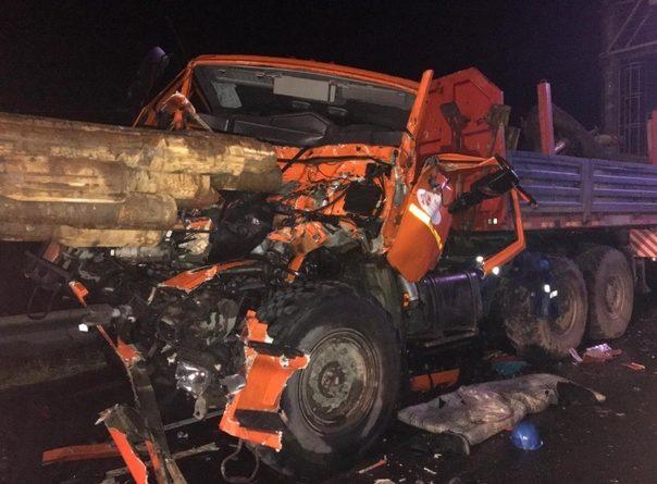 В массовой аварии под Нефтеюганском столкнулись 6 автомобилей