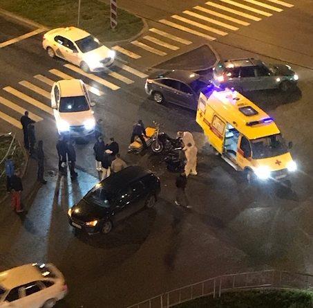 Вечером в Тюмени Ford сбил 21-летнего мотоциклиста