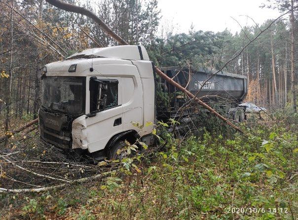 Тяжелый самосвал протаранил Vitz на трассе Екатеринбург-Тюмень