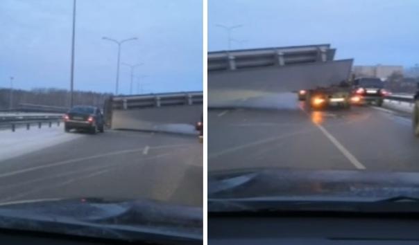 Утром движение по развязке в сторону Рощино преградила выпавшая с трала опора мл