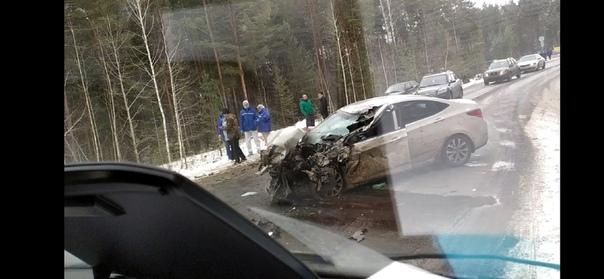 """Жесткая авария на Салаирском тракте: """"Солярис"""" сбил в кювет грузовой фургон"""