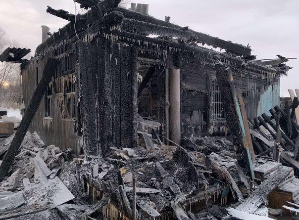 Трагедия в Тобольске: в ночном пожаре погибла семья с детьми