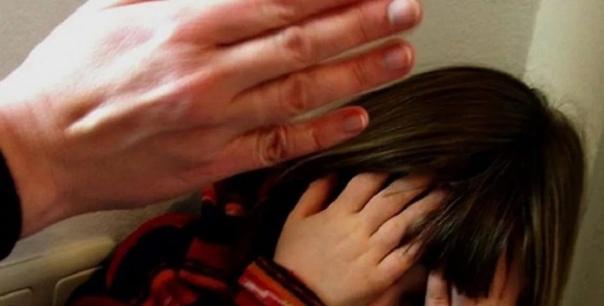 """""""За волосы выкидывала босых в снег на улицу"""". В Тюменском районе женщина 5 лет истязала дочерей"""