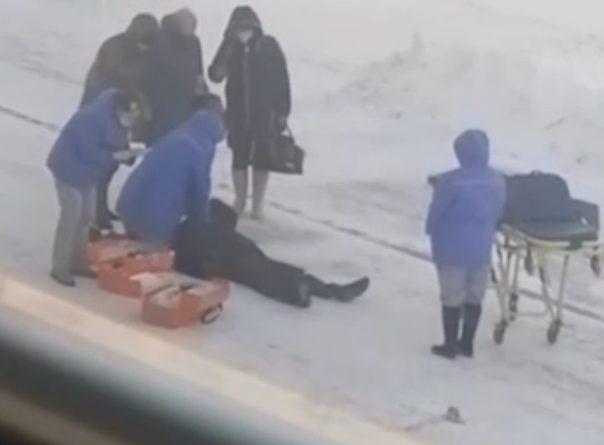 На площади перед тюменским вокзалом скончался пенсионер