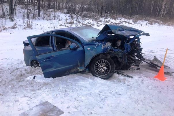 """Лобовая авария на Тобольском тракте: погиб водитель """"Приоры"""", еще шестеро человек пострадали"""